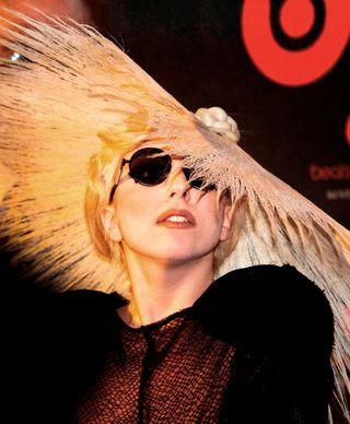 Gaga_at_monster_booth2